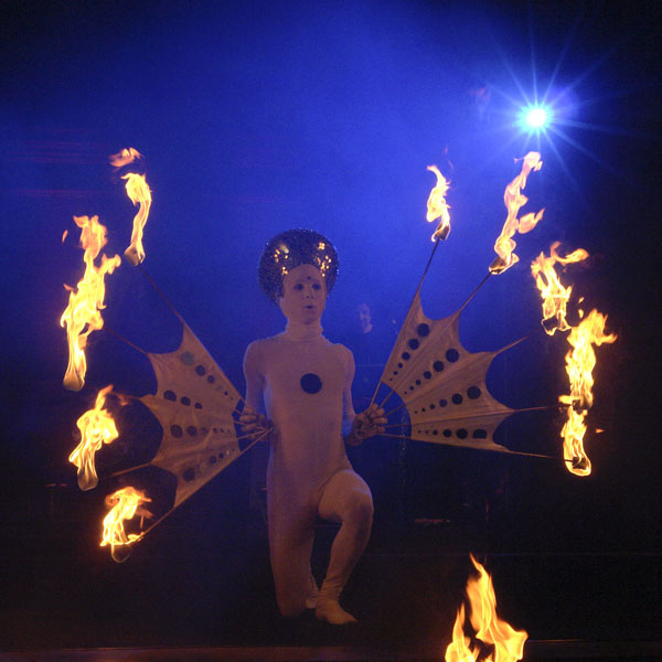 Firedancer bei der LUMINALE 2008 in der Christuskirche Mainz